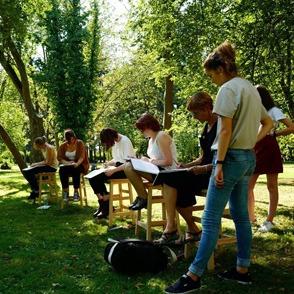 Session de dessin dans le parc